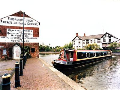 Canalboat Club at Blackwater Meadow, Shropshire